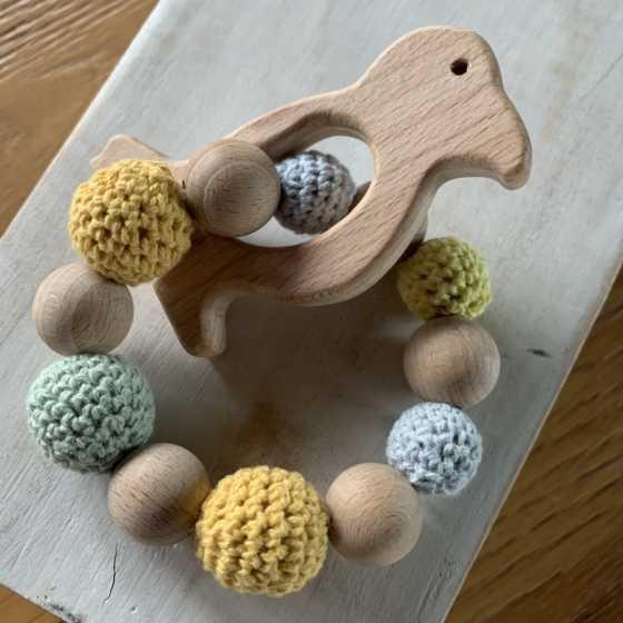 Hochet en bois fabrication artisanale, bébé, maternage, écologique, Boutique, Fribourg, Suisse