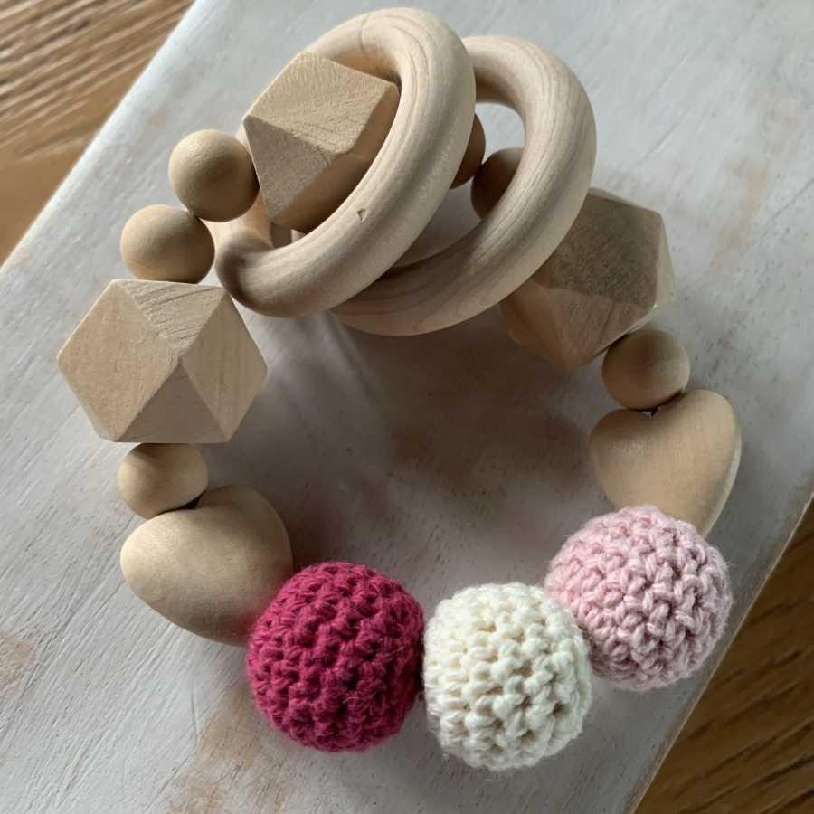 Holzrassel handgemacht, Baby, Bemuttern, ökologisch, Shop, Freiburg, Schweiz