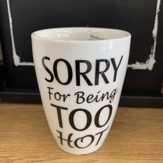 Keramikbecher ohne Henkel und Aufschrift Sorry For Being Too Hot.