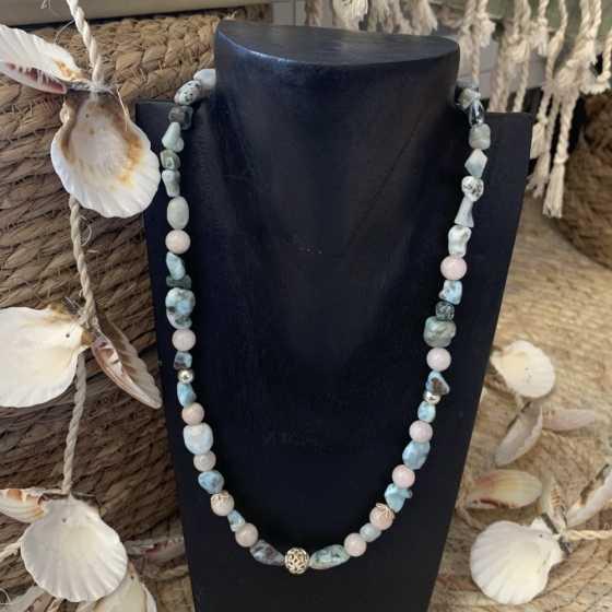 Handgemachte Halskette aus Larimar und Morganit (rosa Beryll) Perlen.