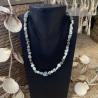 Collier artisanale en perles de Larimar et Swarovski.