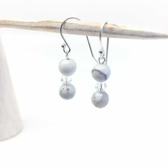 Boucles d'oreilles Howlite et perles Swarovski