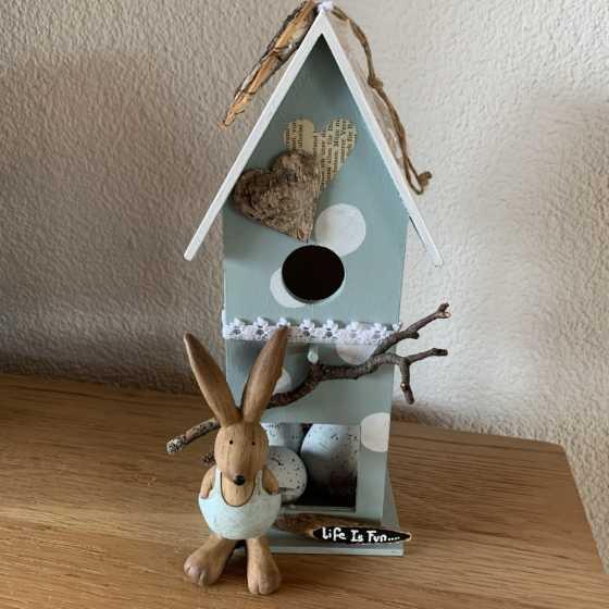 Dekorativer Vogelhaus für Ostern