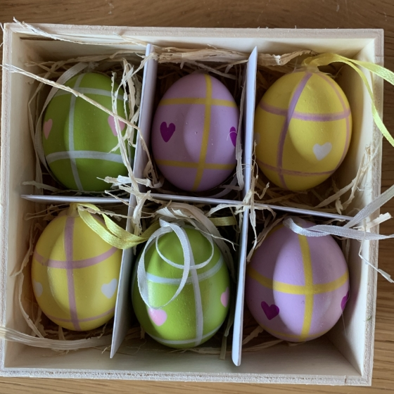 Set mit 6 bemalten Eiern