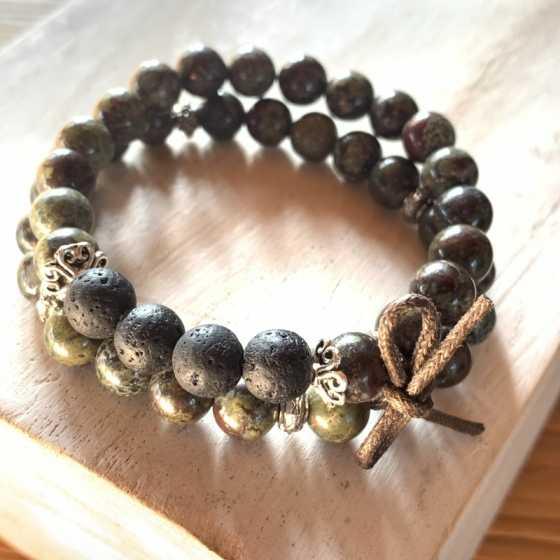 Lot de deux bracelets en Jaspe Sang de Dragon