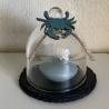 Kleine Glasglocke mit Dekorationen zum Thema Meer.