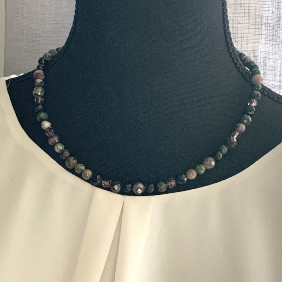 Turmalin- und Swarovski-Halskette