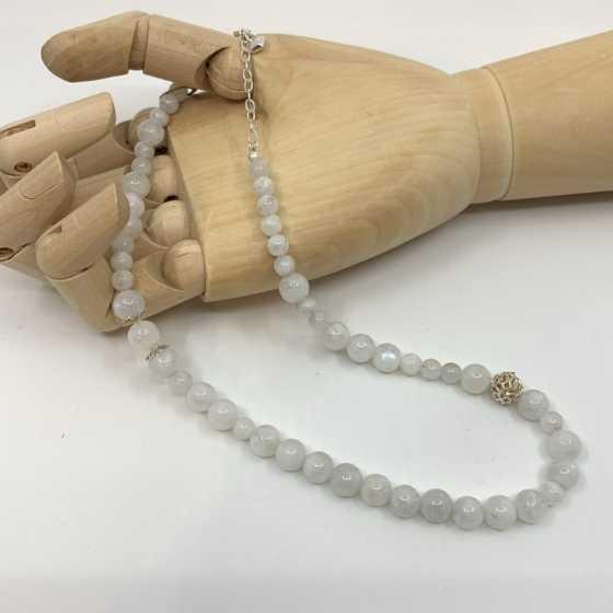 Mondstein-Halskette