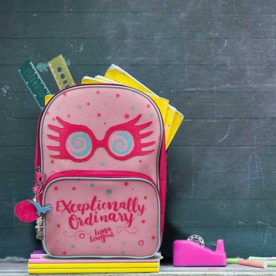Ce sac à dos Harry Potter rose met à l'honneur la délicieuse Luna Lovegood.