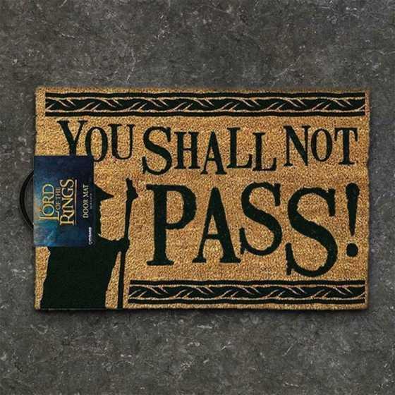 """Ce paillasson Seigneur des Anneaux metà l'honneur Gandalf et son mythique """"You shall not pass !""""."""
